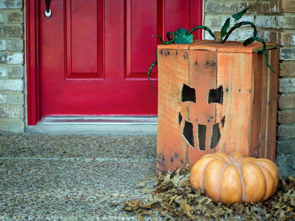 fter discrtement halloween avec une petite inspiration orange pour la porte dentre - Decoration Citrouille Pour Halloween