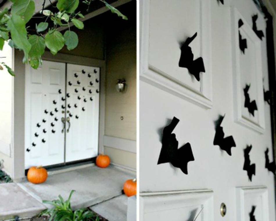 La terrifiante d coration halloween pour la porte d entr e - Deco chauve souris halloween ...