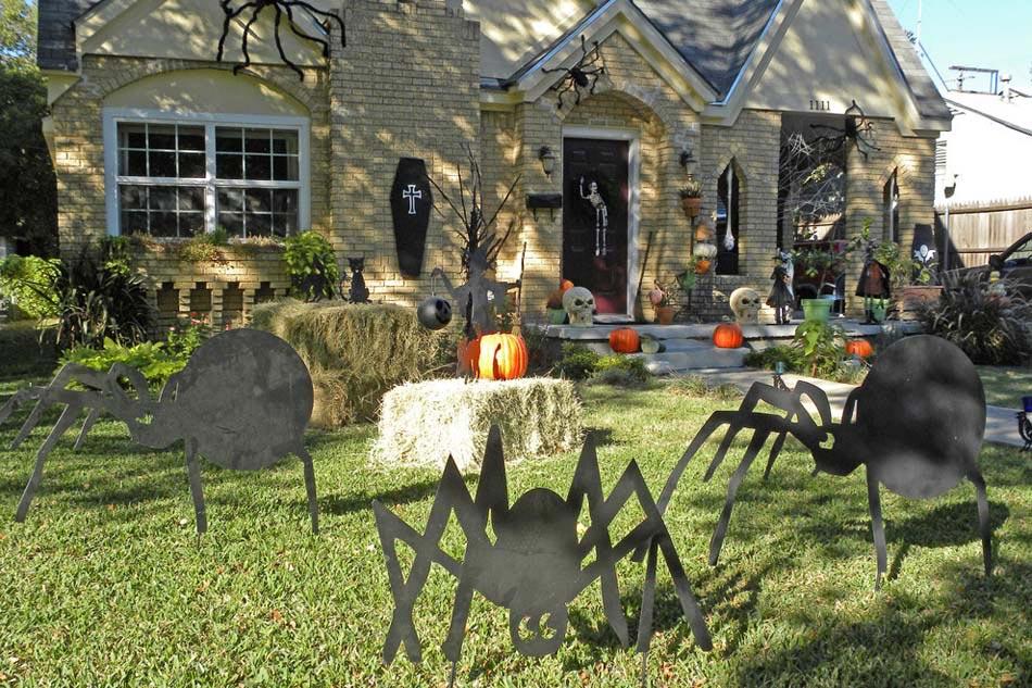 D coration halloween 16 inspirations en images pour d corer l ext rieur de votre maison for Jardin halloween