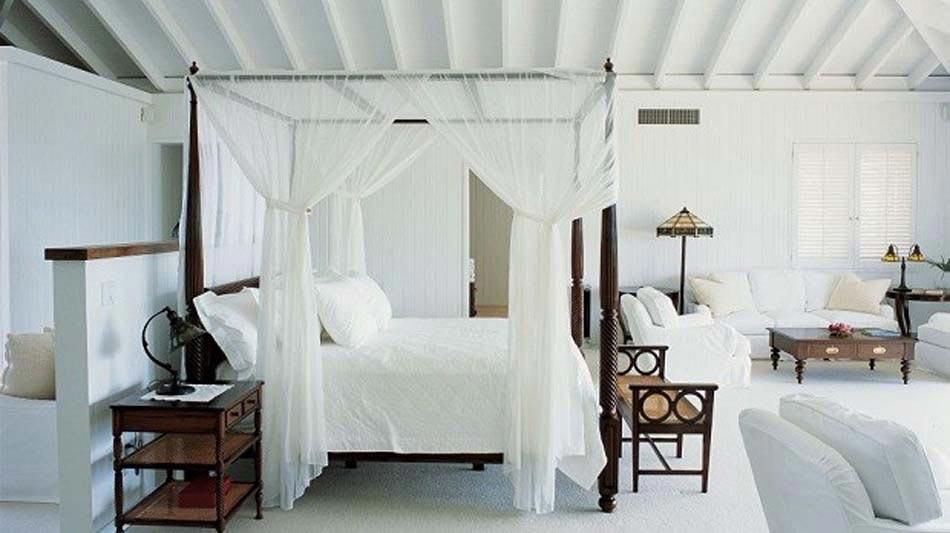 Belle chambre parentale blanc moustiquaire lit