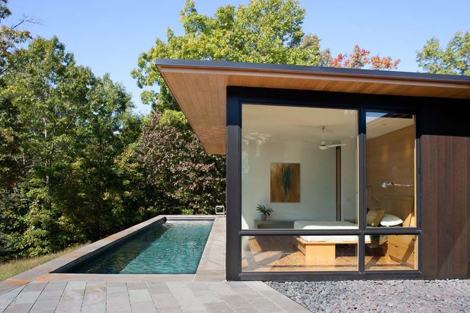 Des suites avec piscine int rieure ext rieure invitant for Piscine exterieure bois