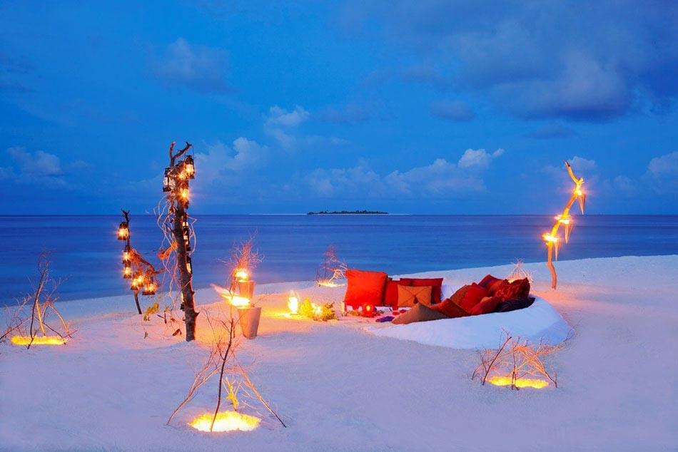 diner romantique sur la plage le meilleur endroit pour f ter la saint valentin design feria. Black Bedroom Furniture Sets. Home Design Ideas