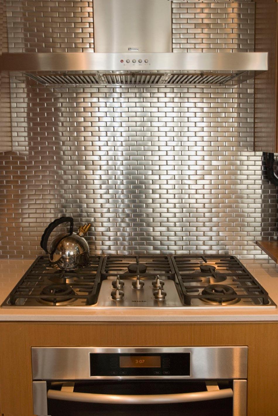 Un dosseret de cuisine tendance et moderne en métal  Design Feria