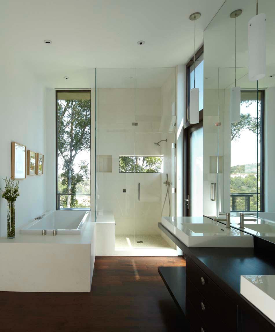 Salle de bain moderne tendance inspir e par le design for Fenetre dos windows 8