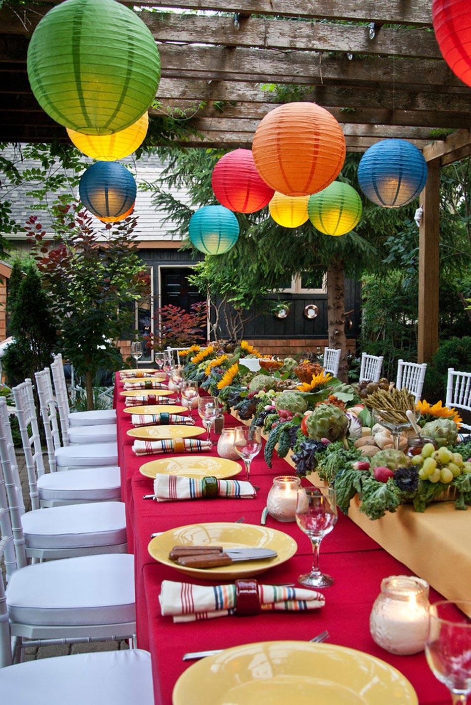 15 id es d co pour profiter d un repas entre amis en plein for Idee deco jardin pour fete
