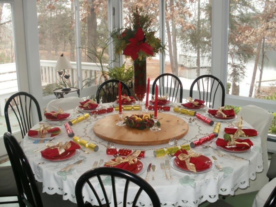 Idee Deco deco table de noel fait maison : Dresser une belle table de Noël en rouge | Design Feria