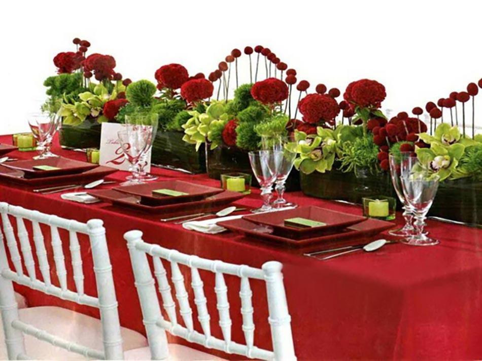Dresser une belle table de no l en rouge design feria for Different ideas for xmas dinner