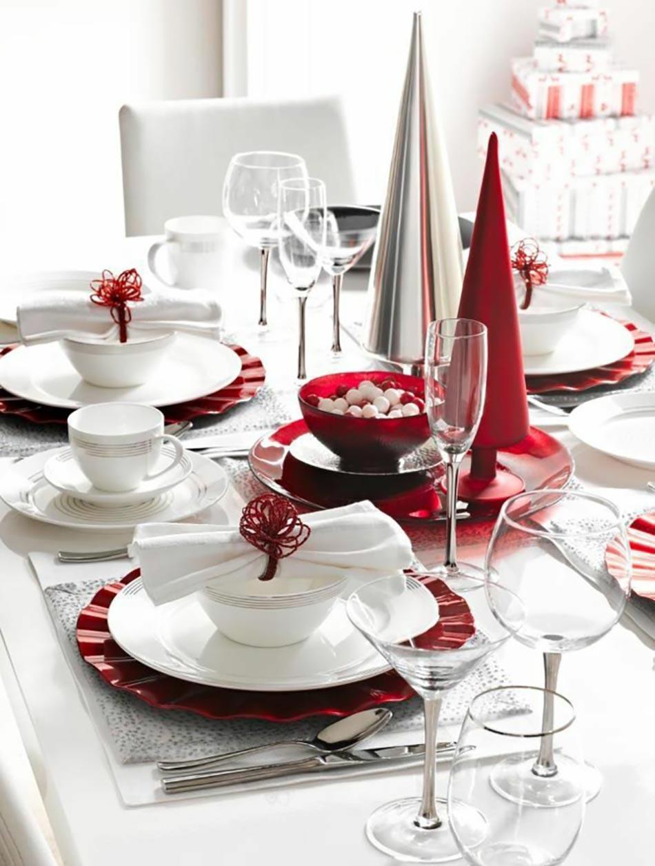 Petite table en blanc et rouge dans lesprit de Noël
