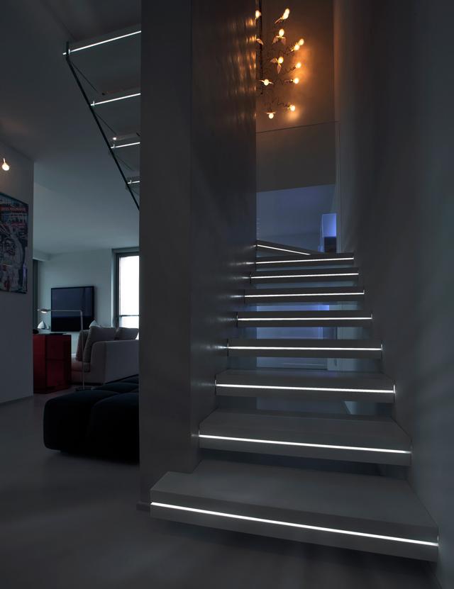 Escalier design lumineux par luxio design feria - Escalier interieur design ...