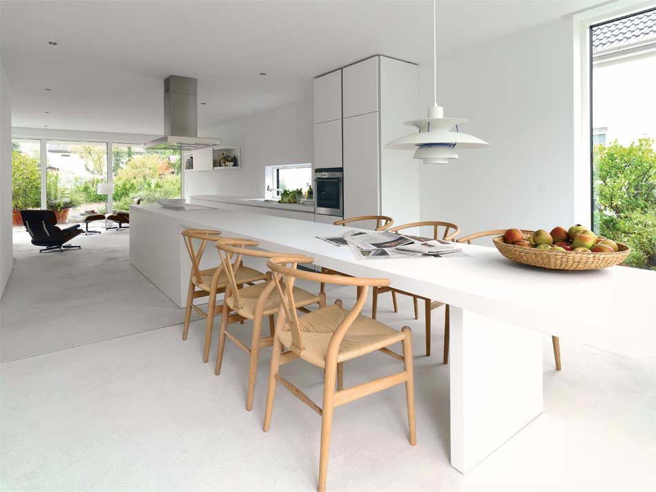 du séjour la cuisine moderne devient une salle à manger familiale