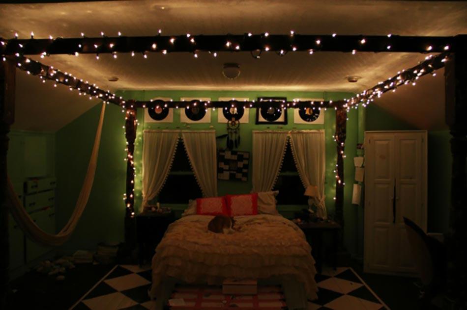 int ressante d coration de no l pour une chambre sympa design feria. Black Bedroom Furniture Sets. Home Design Ideas