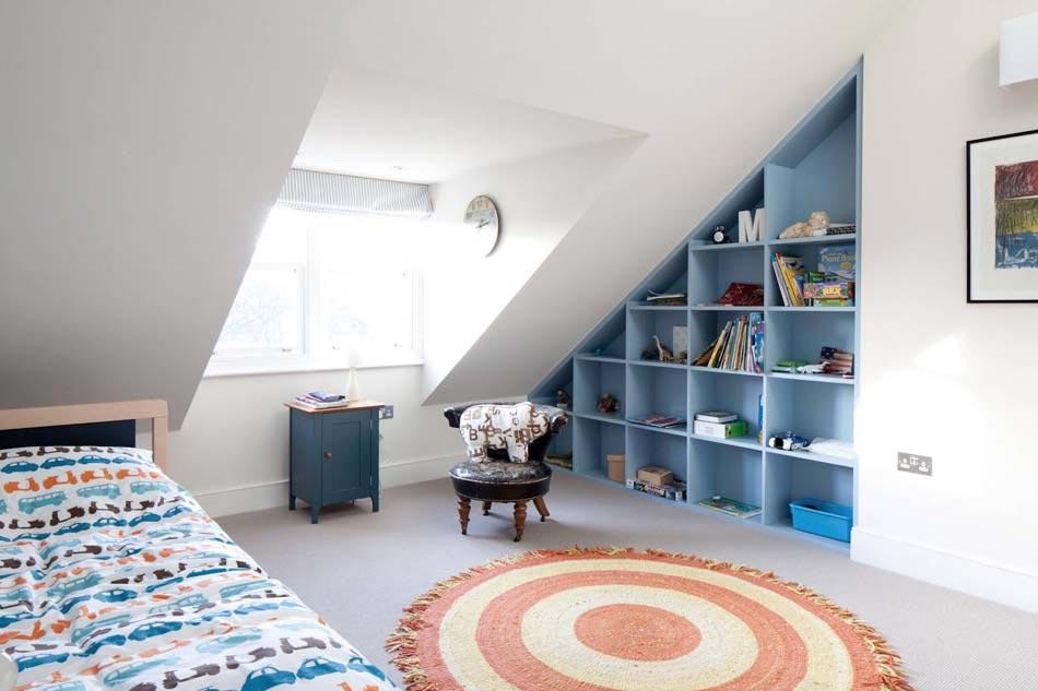 Rangement des jouets au design ludique pour une chambre d - Kinderzimmer spitzboden ...