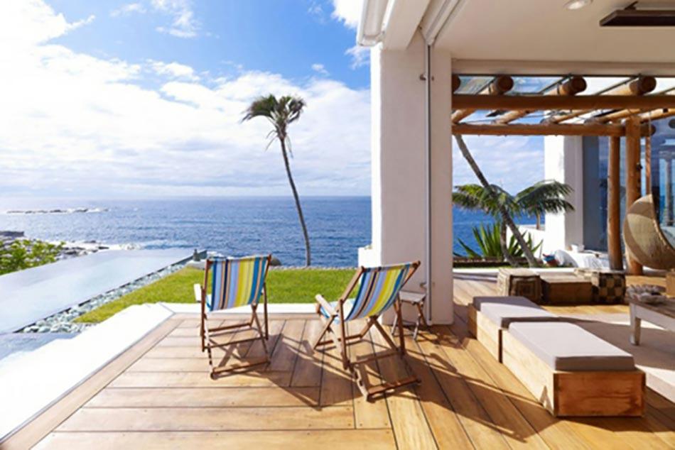 Terrasse En Bois Avec Magnifique Vue Sur Mer