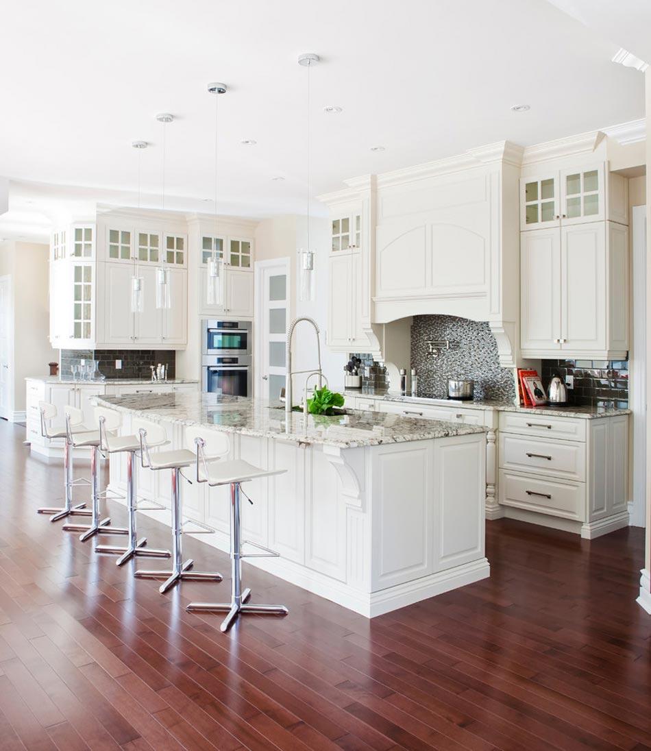 Design Moderne En Blanc Cuisine Tres Lumineuse Comptoir De Granit Luxe