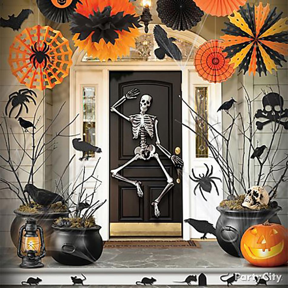 D coration halloween pour un jardin qui donne la chair de for Decoration de porte