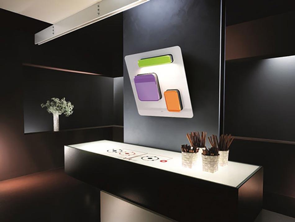 etonnante hotte de cuisine au design unique sign elica. Black Bedroom Furniture Sets. Home Design Ideas