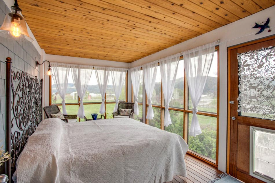 La veranda moderne transformée en coin de sommeil estival | Design ...
