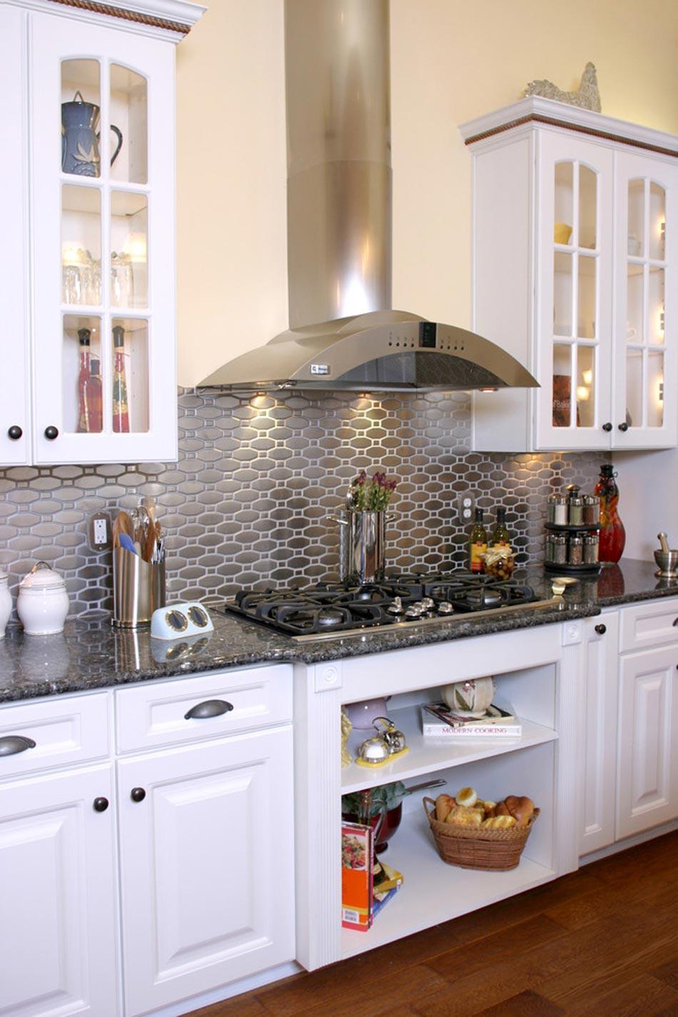 Un dosseret de cuisine tendance et moderne en m tal for Decoration cuisine dosseret