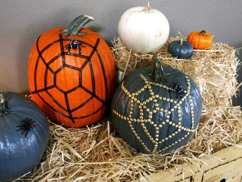 citrouilles dcores et transformes en jolis accessoires de dcoration pour halloween - Decoration Citrouille Pour Halloween