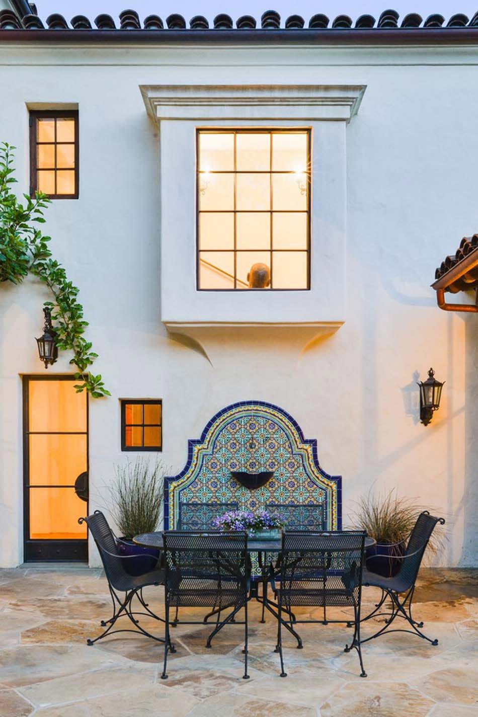 Des id es de d co jardin qui apportent de la couleur nos for Decorer mur exterieur