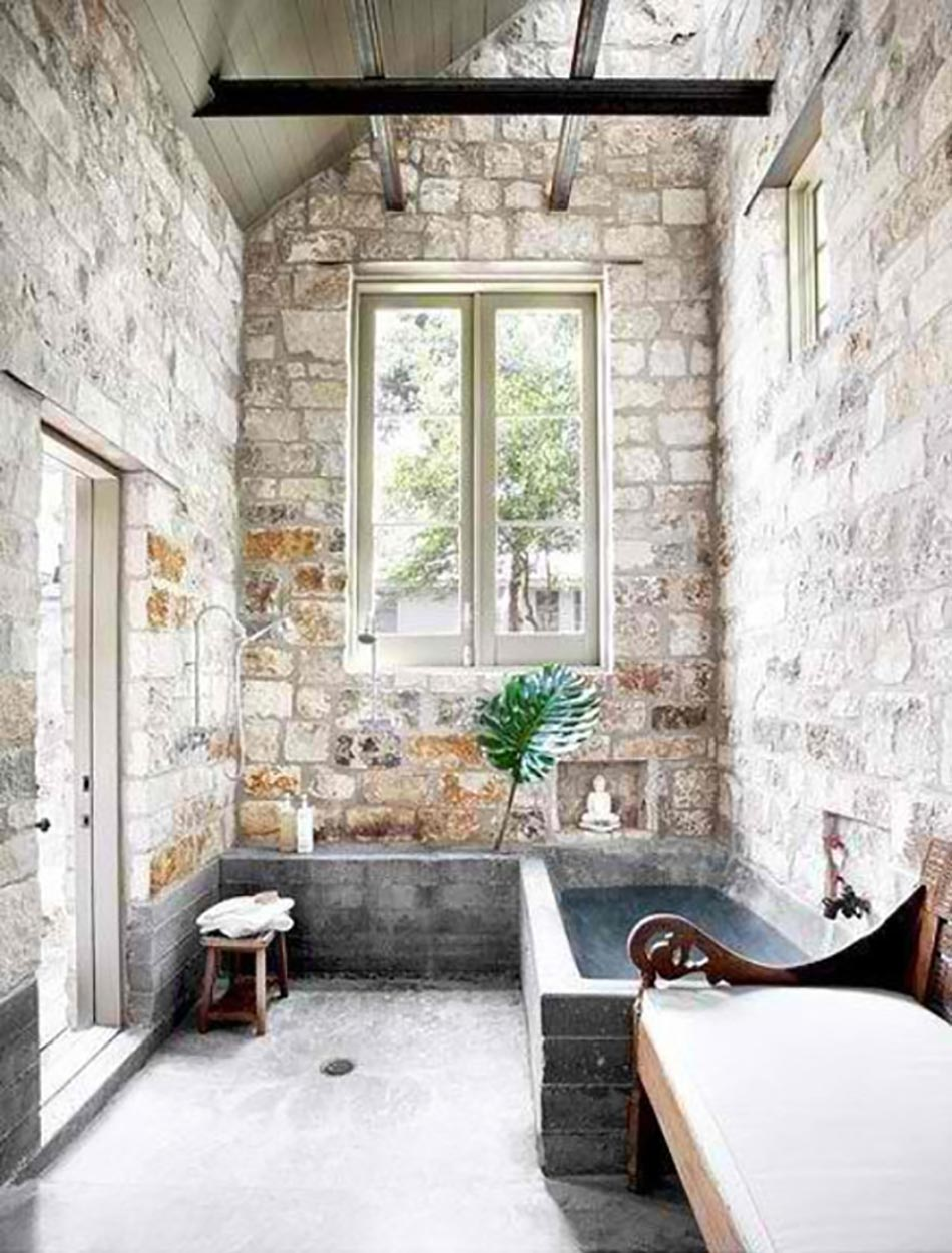 Salle de bain rustique gr ce au mur en pierre cr atif for Decoration de mur interieur