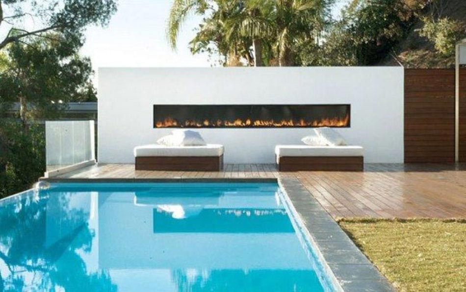 une chemin e ext rieure c t d une piscine design outdoor design feria. Black Bedroom Furniture Sets. Home Design Ideas