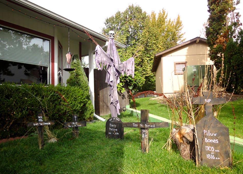 D coration halloween pour un jardin qui donne la chair de for Idee deco pour devant de maison