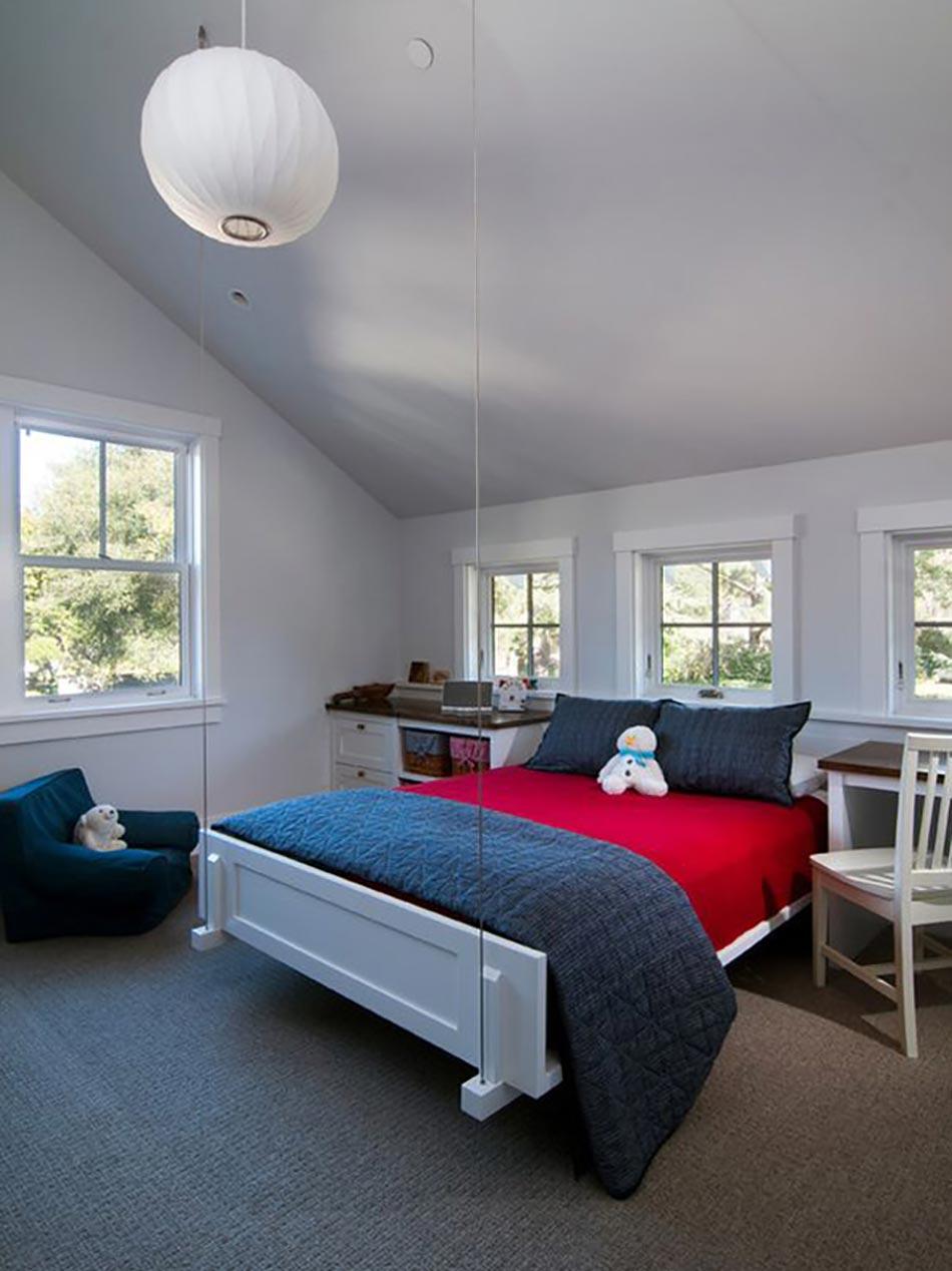 chambre suspendue location de vacances chambre du0027htes lit suspendu plafond with chambre. Black Bedroom Furniture Sets. Home Design Ideas