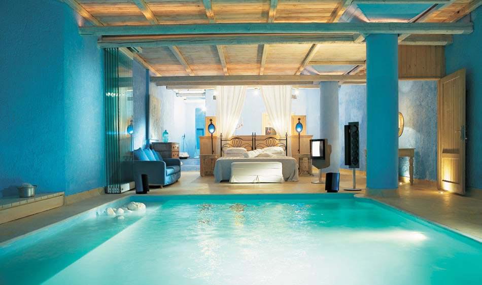 Des suites avec piscine int rieure ext rieure invitant for Voir piscine