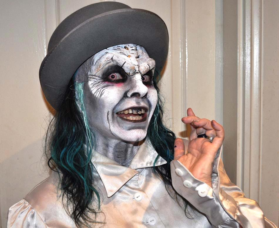 maquillage homme halloween 16 id es pour r ussir une transformation terrifiante design feria. Black Bedroom Furniture Sets. Home Design Ideas