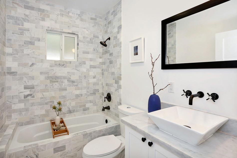 Salle de bain marbre blanc pour afficher une classe - Deco salle de bain blanche ...