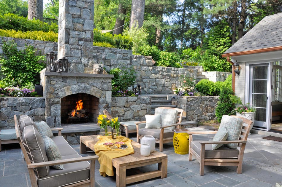 Un salon de jardin sympa pour une ambiance estivale for Massif pierre jardin