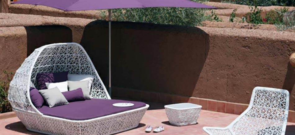 Mobilier de jardin design original par patricia urquiola for Lit de jardin design