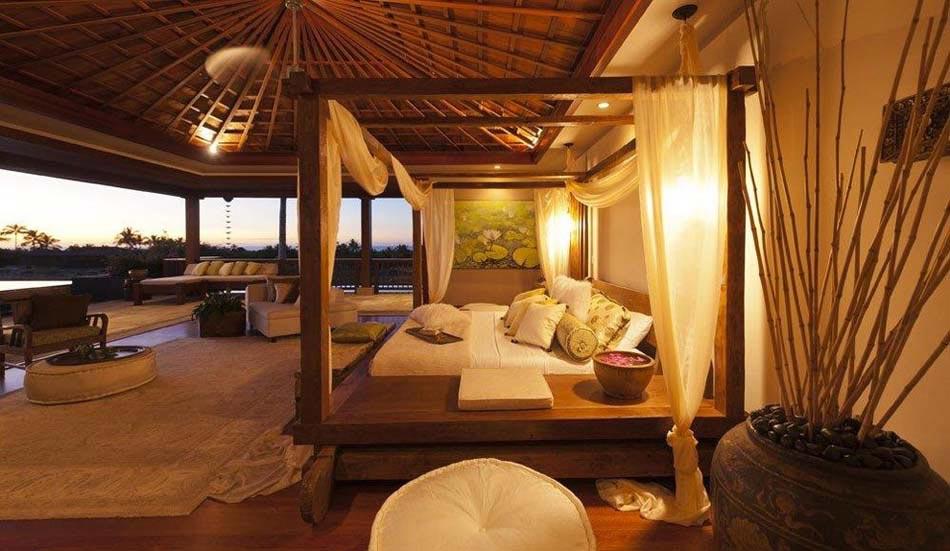 Moustiquaire décorative pour cette magnifique suite avec vue imprenable sur la mer