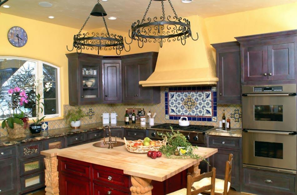 Ambiance accueillante et conviviale dans une cuisine jaune for Cuisine mur jaune
