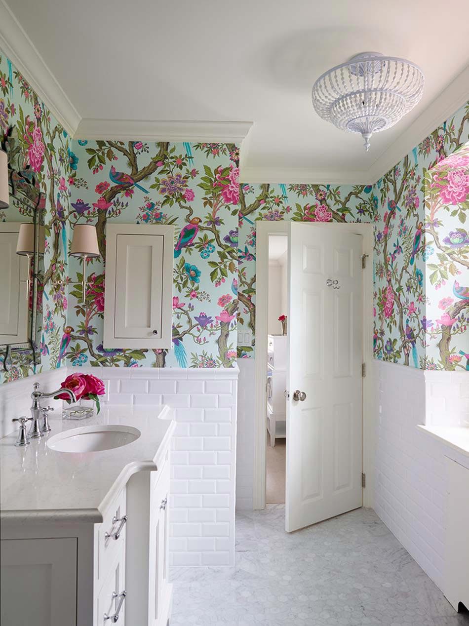 Papier peint salle de bain offrant la possibilit de for Papier peint deco