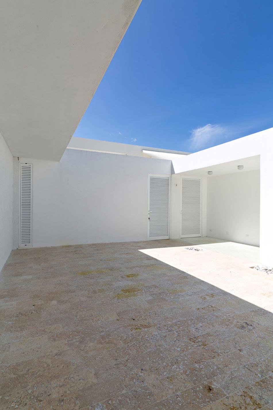 Villa contemporaine de plain pied aux cara bes avec belle vue sur la mer design feria - Residence de vacances contemporaine miami ...