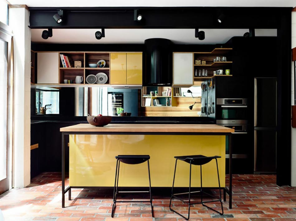 ambiance accueillante et conviviale dans une cuisine jaune design feria. Black Bedroom Furniture Sets. Home Design Ideas