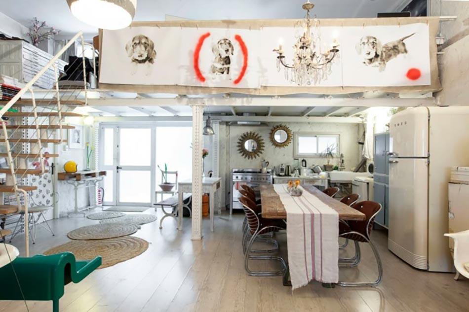 Loft industriel l int rieur clectique au centre de madrid design feria - Tafel salle a manger loft ...