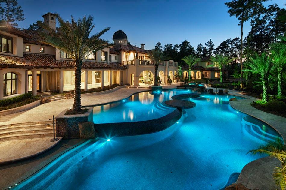 Un am nagement terrasse afin de souligner l atout for Piscine de luxe