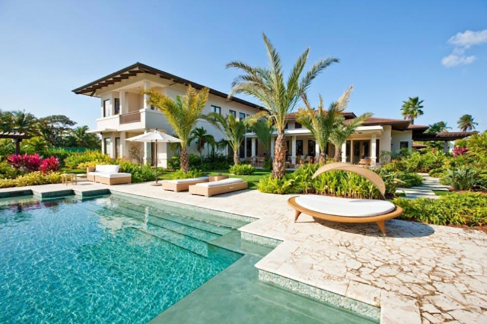 Piscine ext rieure pour un jardin unique design feria for Home piscine