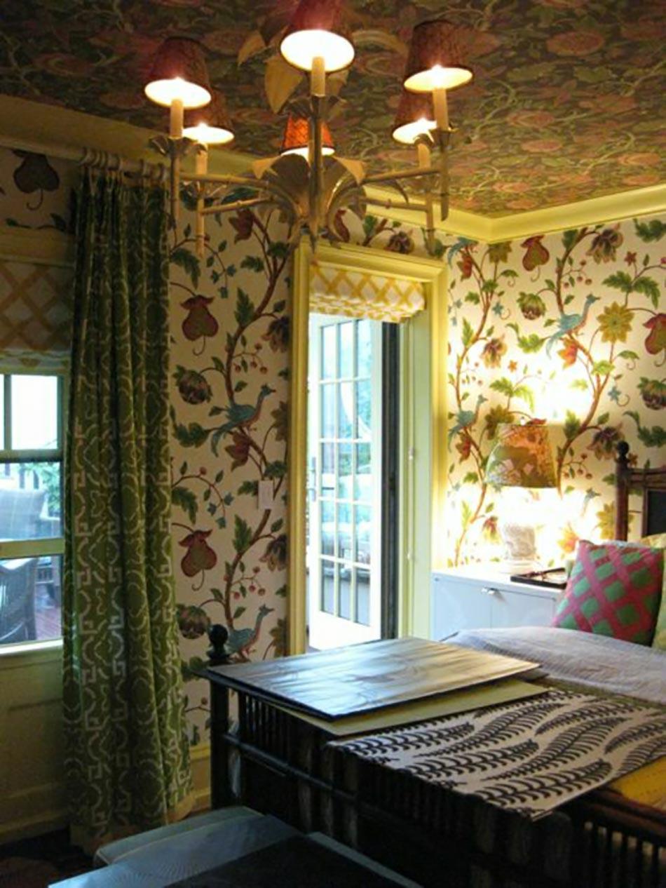 Style « Maison à La Campagne » Avec Ce Plafond Aux Papiers Peints