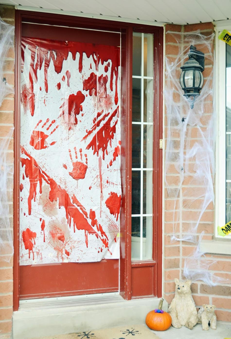 Beautiful decoration d entree pictures for Idee decoration porte halloween