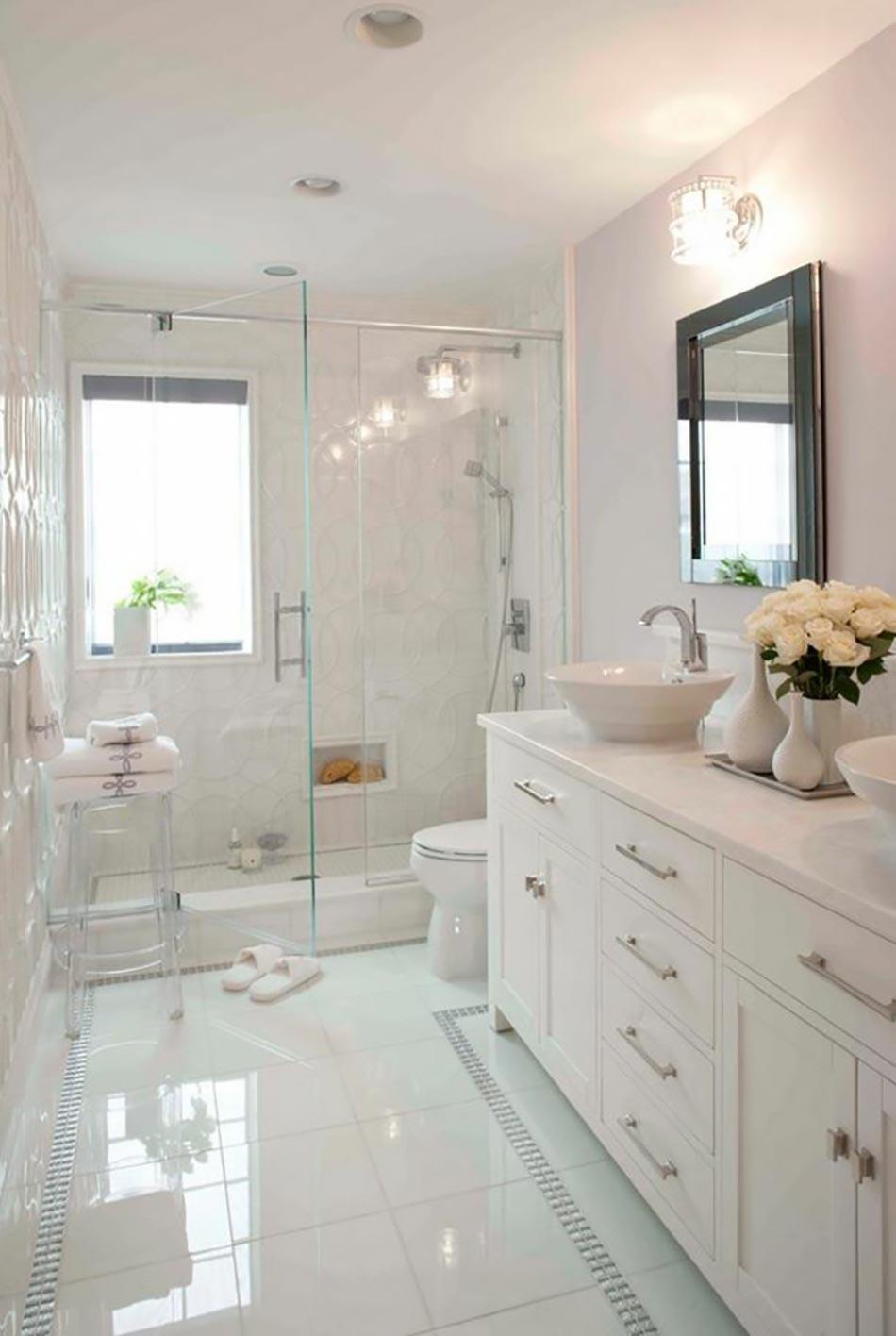 Ameublement de salle de bain rideaux ou parois originaux for Bain avec porte de douche
