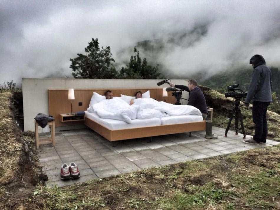 the null stern h tel insolite en plein air dans les alpes suisses design feria. Black Bedroom Furniture Sets. Home Design Ideas