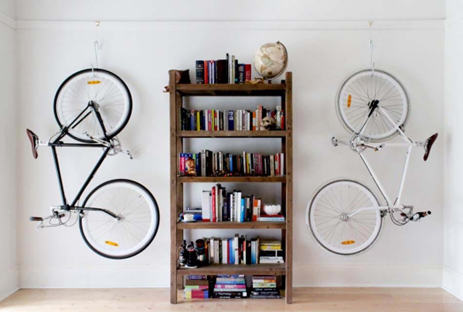 Support v lo au design int ressant et cr atif pour gagner de place et gaye - Accrocher un velo au mur ...