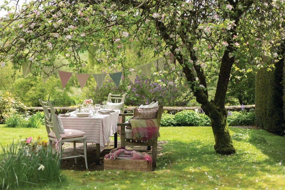 15 id es d co pour profiter d un repas entre amis en plein for Deco jardin gratuit