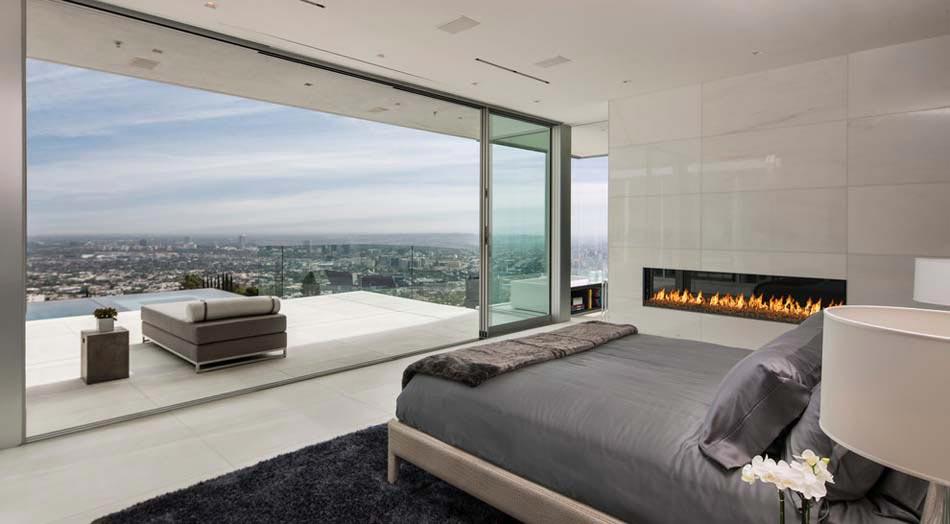 vue poustouflante sur la ville partir de cette chambre avec chemine moderne - Belle Chambre Moderne