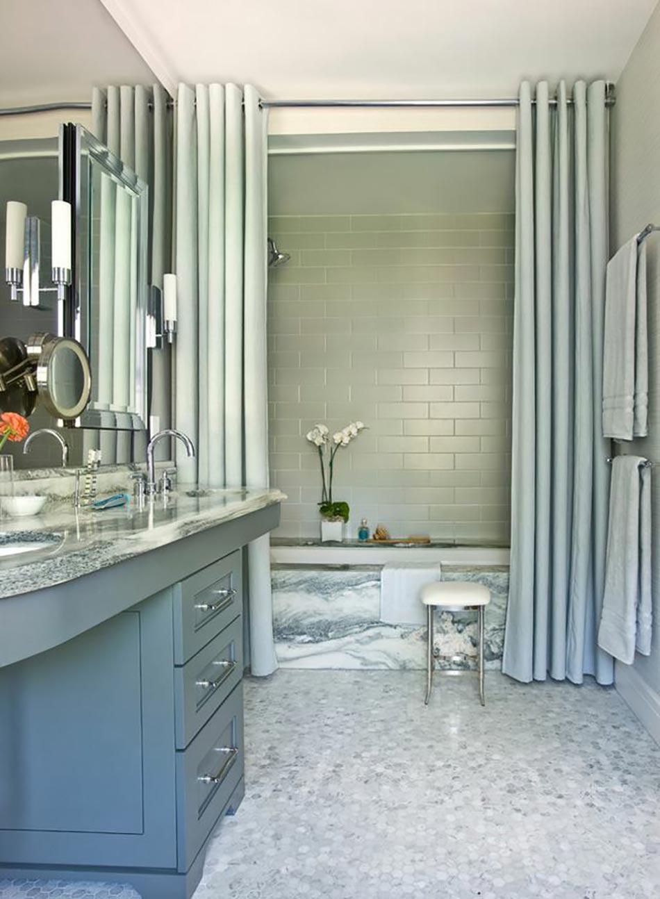Salle De Bain Petite Surface Avec Baignoire : Ameublement de salle de bain : rideaux ou parois originaux