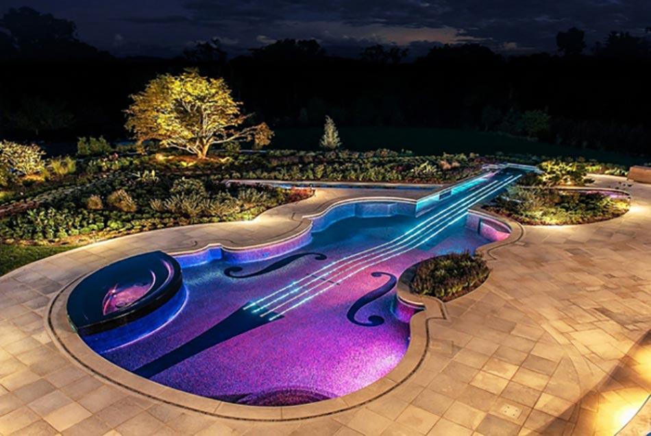Construire une piscine en forme de Stradivarius violet… pourquoi pas ...